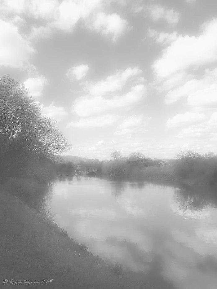 Le chemin de halage rêve qu'il est au bord d'un étang !